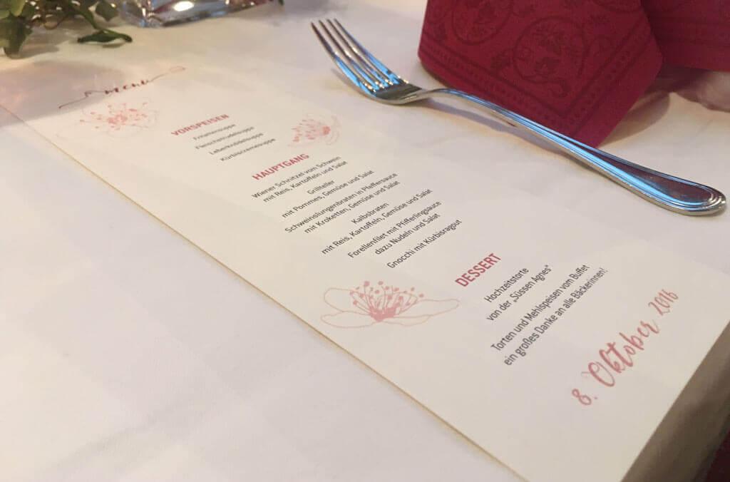 Hochzeitsmenus mit Tischbezeichnung